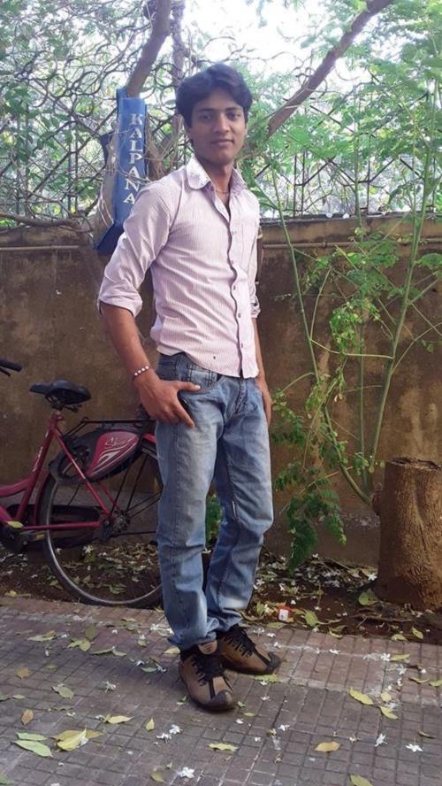Nazare Mile To Pyar HoJata Hai,Palke Uthe To Izhaar HoJata Hai,Na Jane Kya Kasish HaiChahat Main,